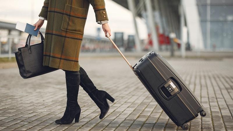 Ilustrasi barang bawaan pribadi. Photo by Gustavo Fring on Pexels
