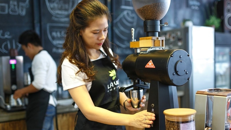 Ilustrasi barista. Photo by Quang Nguyen Vinh on Pexels