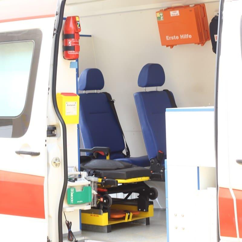 Ilustrasi fasilitas di dalam ambulans. Photo by Muhammed Abiodun on Unsplash