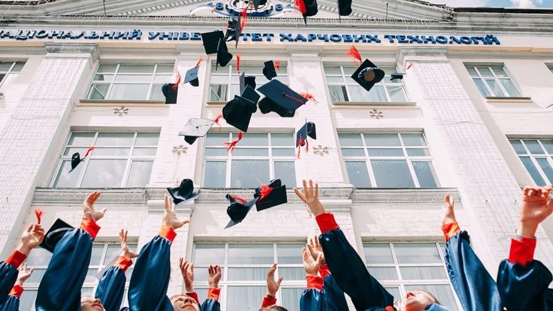 Ilustrasi fresh graduate. Photo by Vasily Koloda on Unsplash