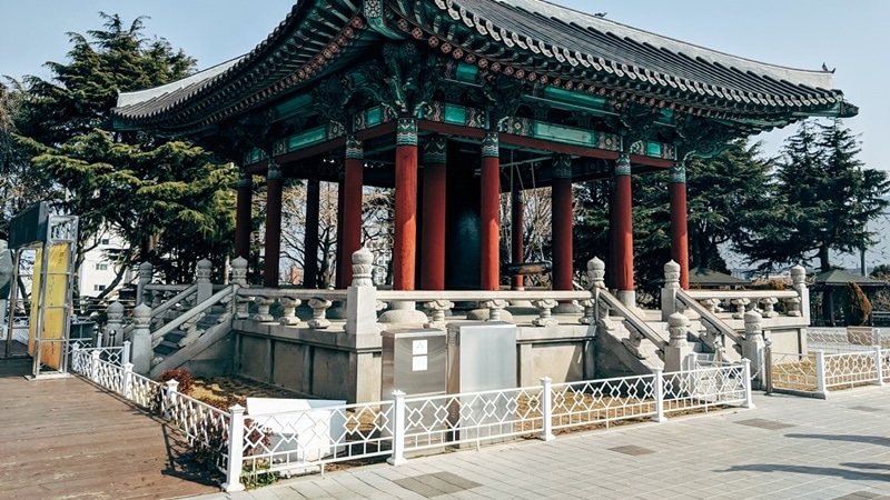 Ilustrasi gazebo tradisional Korea. Photo by Markus Winkler on Pexels