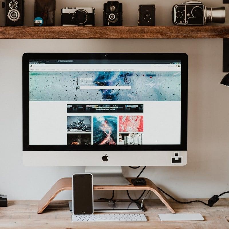 Ilustrasi komputer untuk dukung kerja di rumah. Photo by Annie Spratt on Unsplash