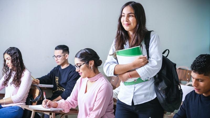 Ilustrasi mahasiswa sedang kuliah. Photo by Javier Trueba on Unsplash
