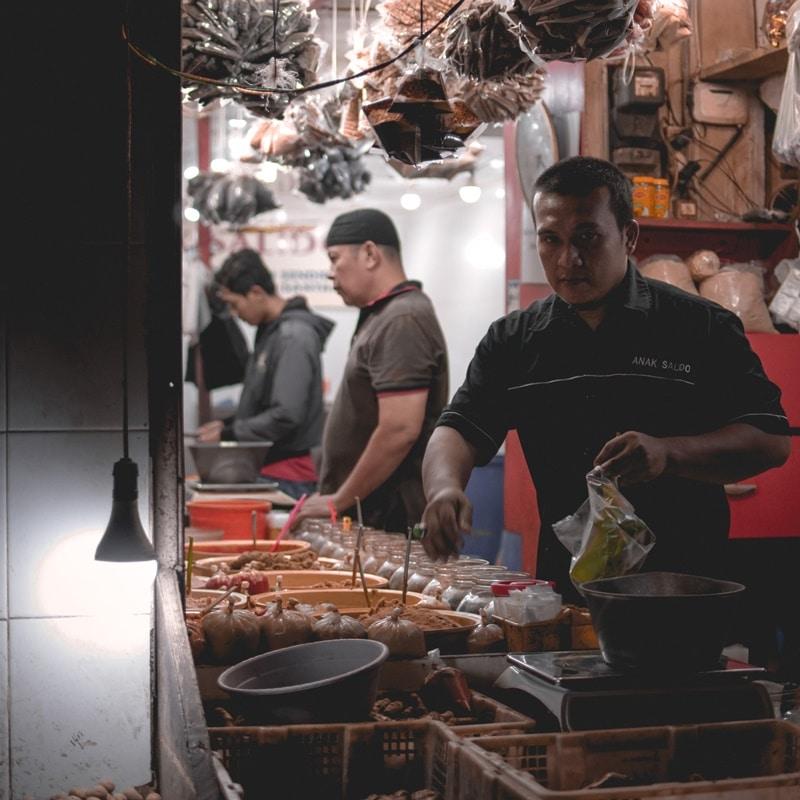 Ilustrasi martabak piring. Photo by Fauzan on Unsplash