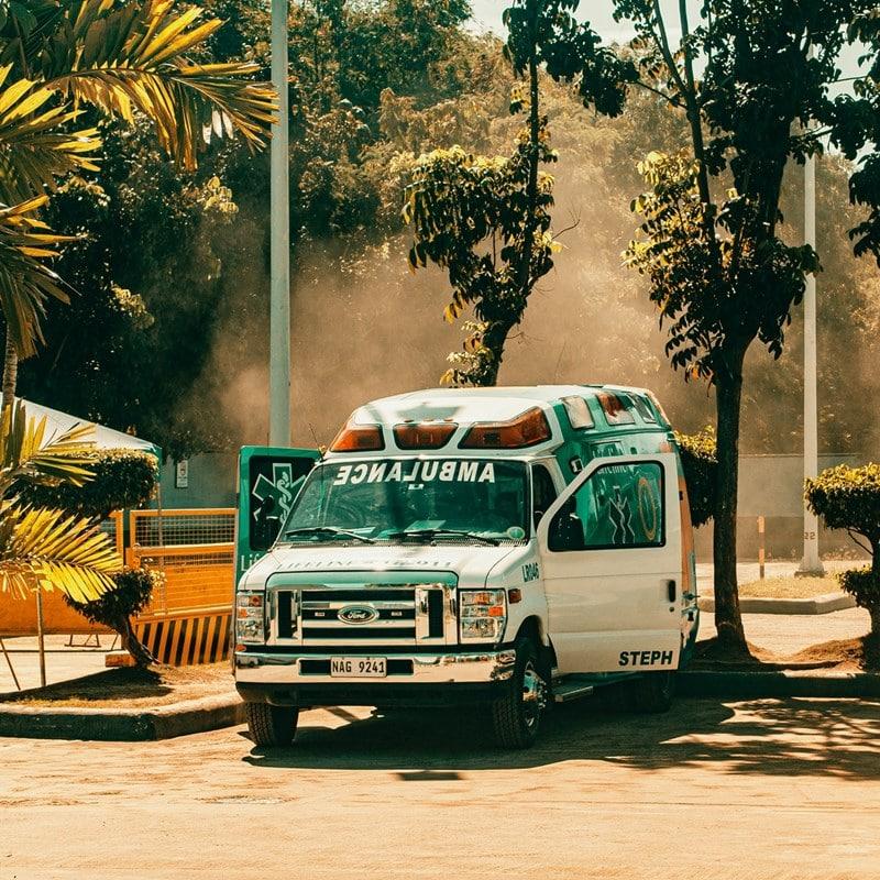 Ilustrasi mobil ambulans. Photo by Ian Ponelo on Pexels