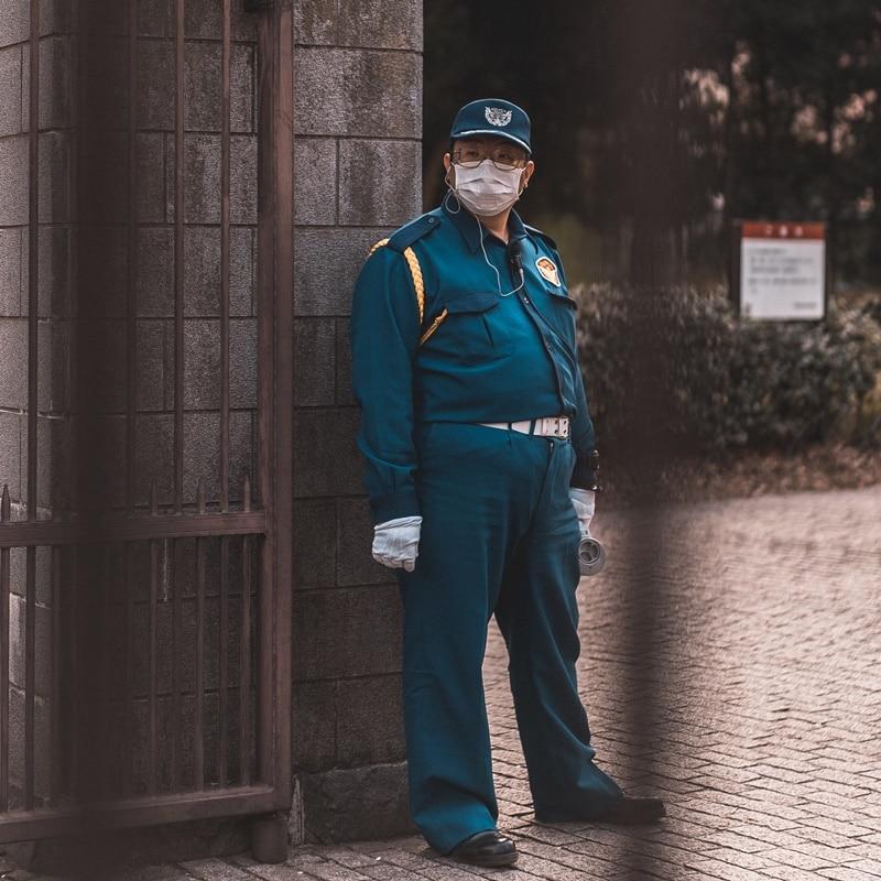Ilustrasi petugas keamanan. Photo by Bantersnaps on Unsplash