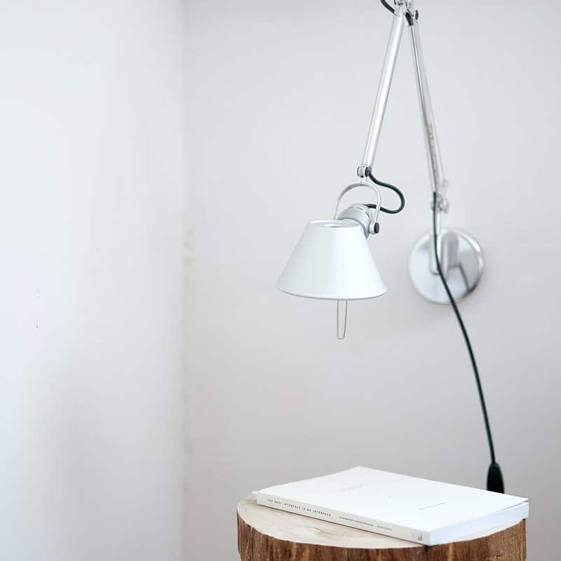 Ilustrasi sambungan listrik untuk lampu. Photo by Atilla Taskiran on Unsplash