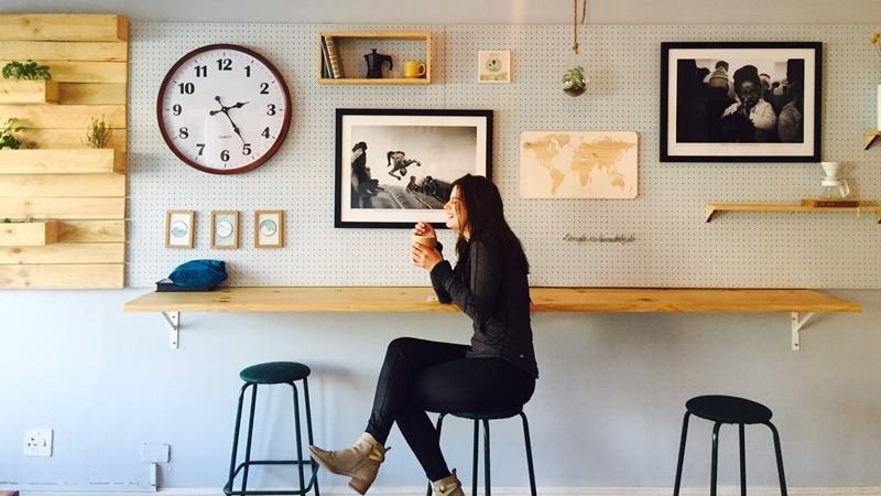 Ilustrasi seseorang menikmati secangkir kopi. Photo by Kaylah Matthews on Unsplash