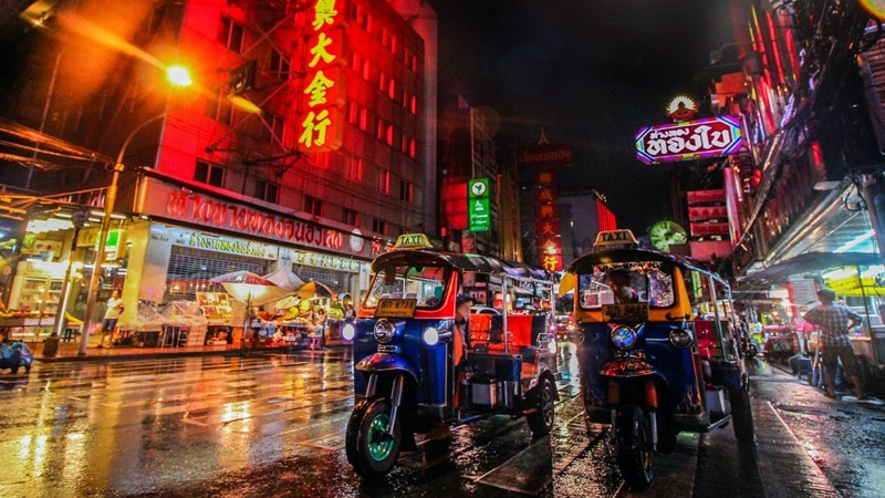 Ilustrasi suasana jalanan Bangkok. Photo by Florian Wehde on Unsplash