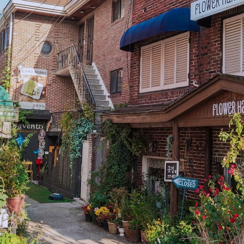 Itaewon Antique Street. Instagram @alifiaharina