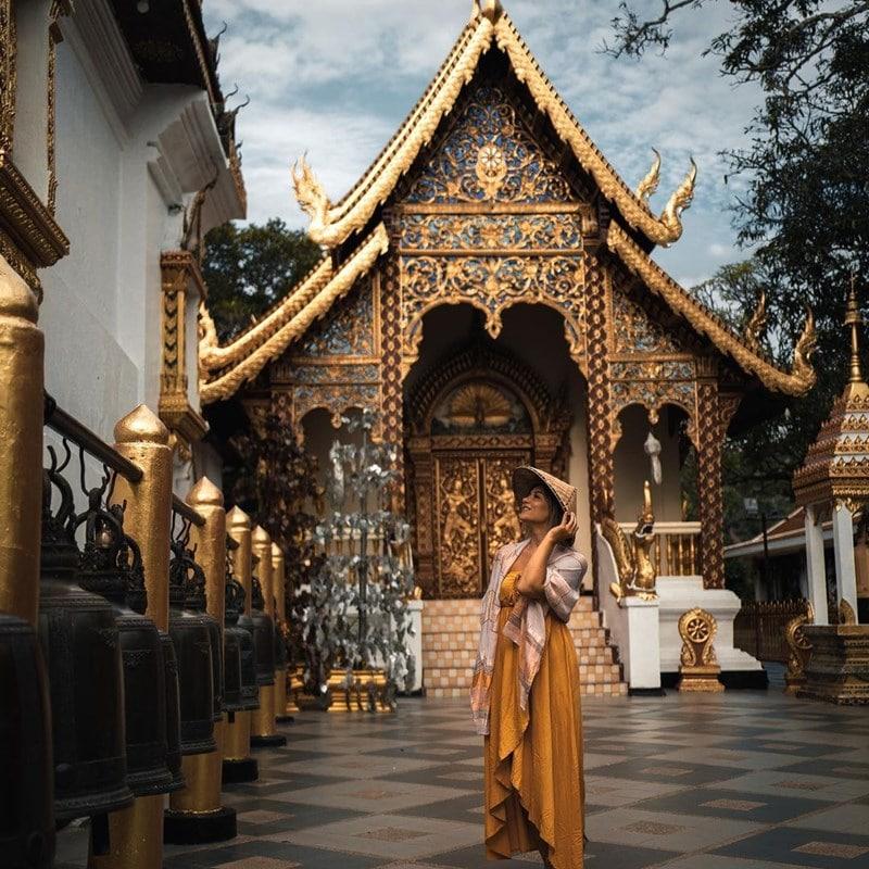 Kuil Doi Suthep di Chiang Mai, Thailand. Instagram @ablondespassport