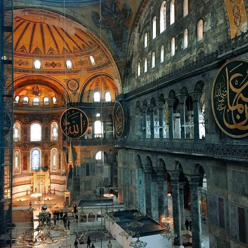 Masjid Hagia Sophia, Istanbul, Turki. Instagram @laitha_moment
