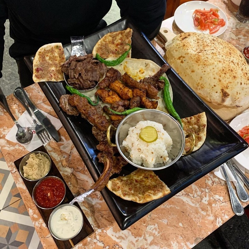Menu makanan di Kervan Turkish Restaurant. Instagram @s2_h_jin