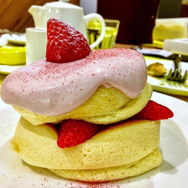 Pancake Jepang Millennial Strawberry di Flipper's Singapore. Instagram @sgfoodonfoot