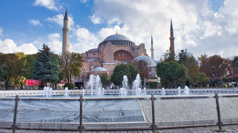 Ilustrasi Hagia Sophia di Istanbul, Turki. Photo by Ugur Gallenkus on Unsplash