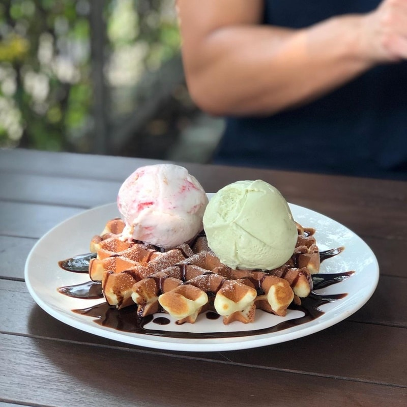 Waffe topping es krim di The Daily Scoop. Instagram @welikemakan