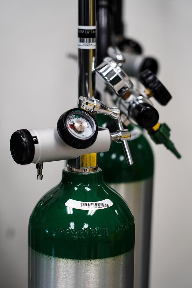 bantuan tabung oksigen